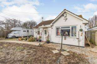 6 Bedrooms Bungalow for sale in Danes Drive, Leysdown-on-Sea, Sheerness