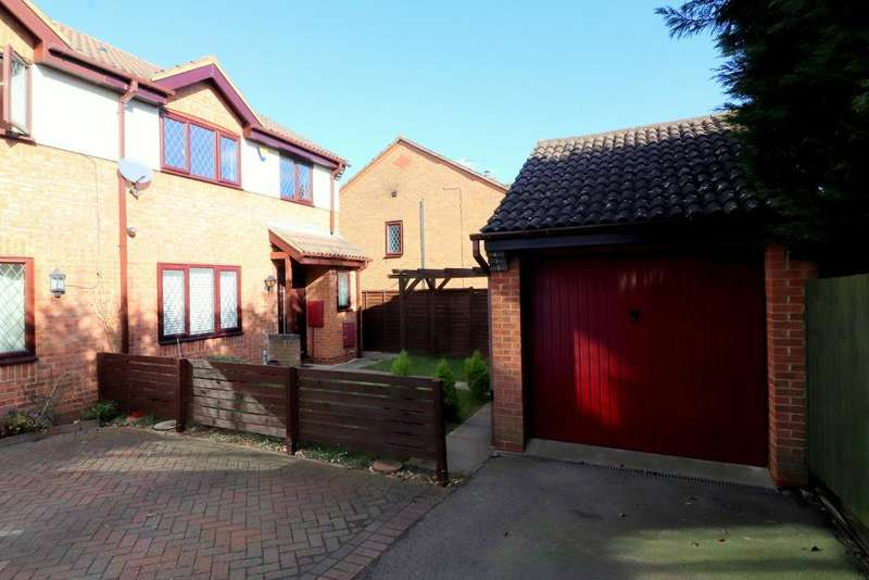 4 Bedrooms Semi Detached House for sale in Launton Close, Luton, Bedfordshire, LU3 4BF