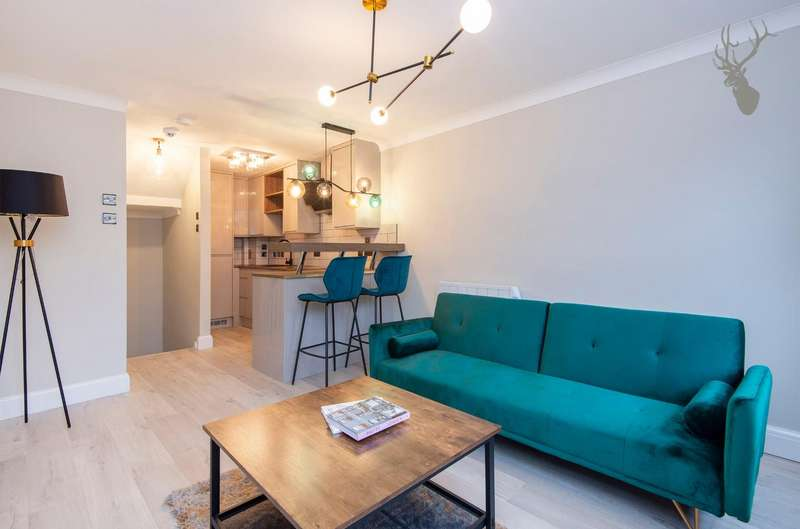 2 Bedrooms House for sale in Malmesbury Road, London
