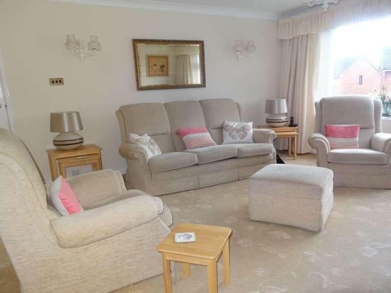 2 Bedrooms Flat for sale in Moorlands , Garstang Road, Fulwood, Preston, Lancashire, PR1