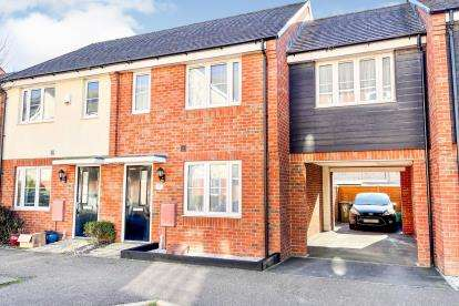 3 Bedrooms Terraced House for sale in Vauxhall Way, Dunstable, Bedfordshire