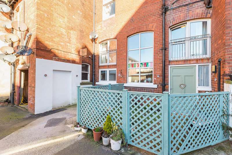 2 Bedrooms Maisonette Flat for sale in Metropole Court, North Promenade, Whitby, North Yorkshire, YO21