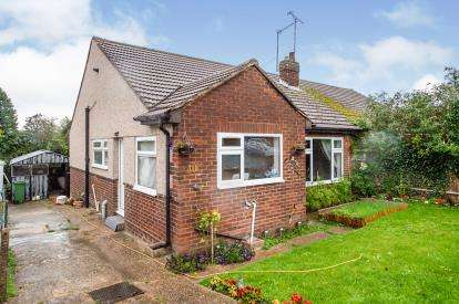 3 Bedrooms Bungalow for sale in The Crest, Luton, Bedfordshire