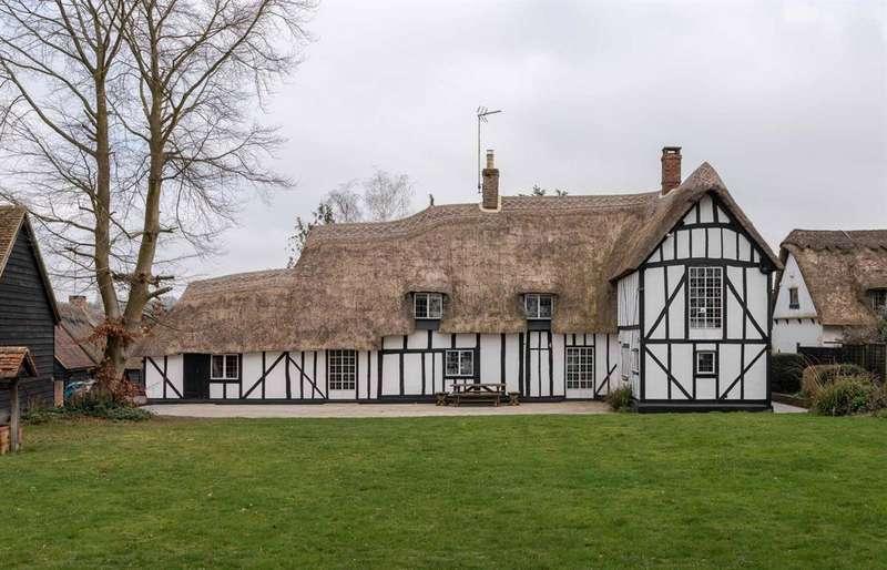 6 Bedrooms Detached House for sale in Freshfields, Fullers End, Elsenham, Bishop's Stortford