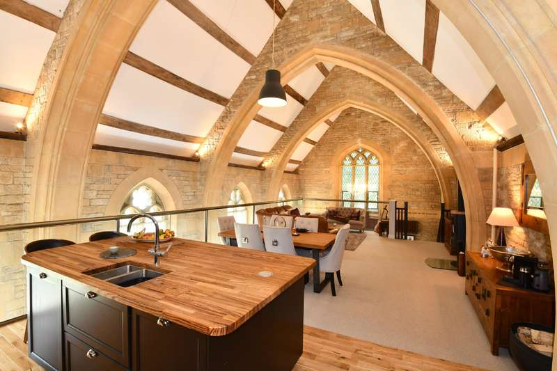 2 Bedrooms Detached House for sale in Highfield Lane, Cirencester, Gloucestershire
