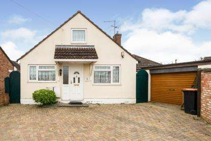3 Bedrooms Bungalow for sale in Garnith Close, Kemspton, Bedford, Beddfordshire