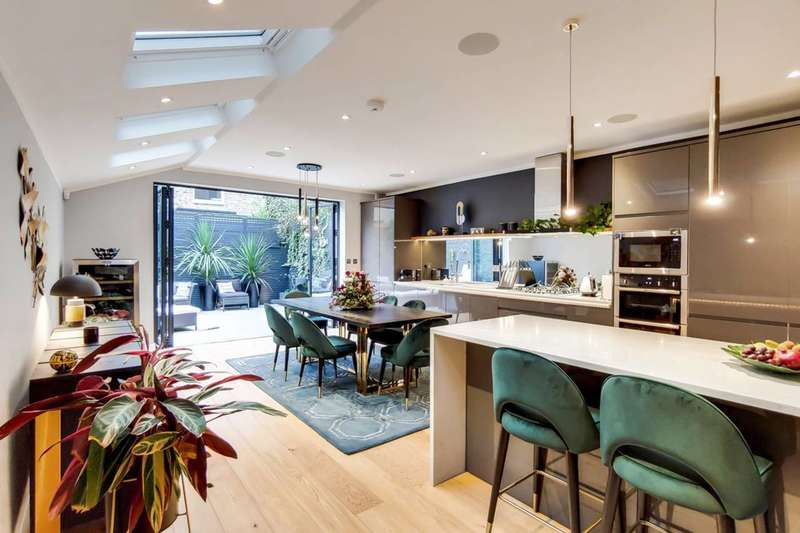 4 Bedrooms Terraced House for sale in Nansen road, Clapham Common North Side, SW11