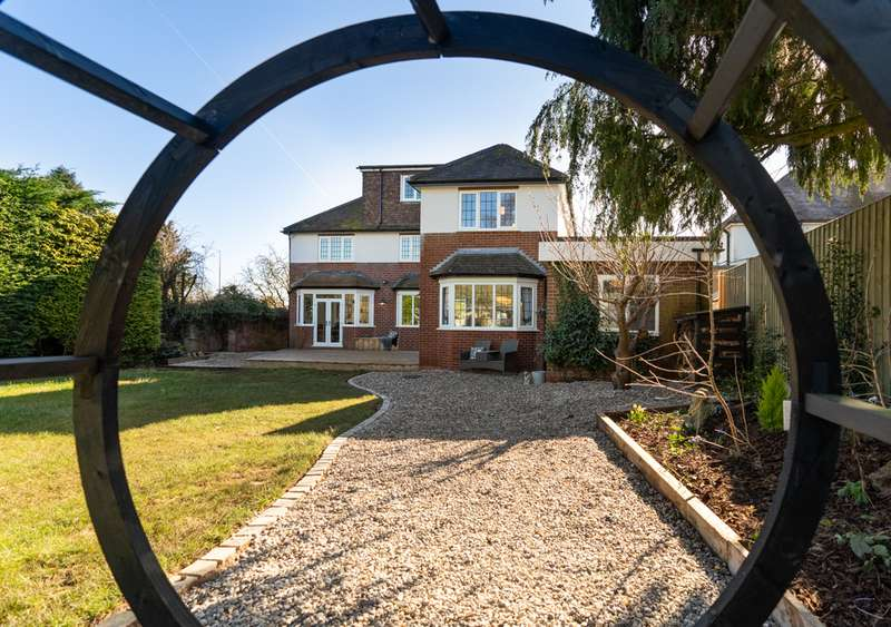 5 Bedrooms Property for sale in Kidderminster Road South, Hagley