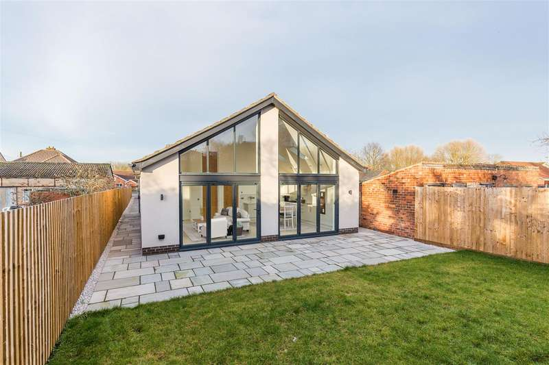 3 Bedrooms Detached Bungalow for sale in Fen Road, Washingborough, Lincoln
