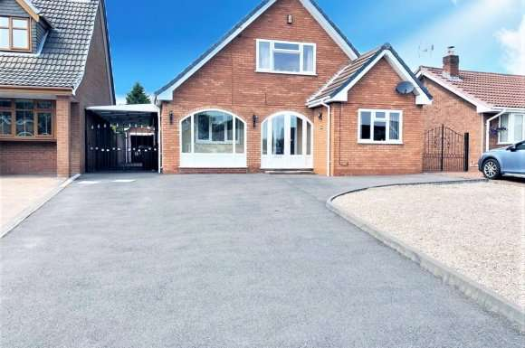 5 Bedrooms Property for sale in Pebble Mill Drive, Cannock