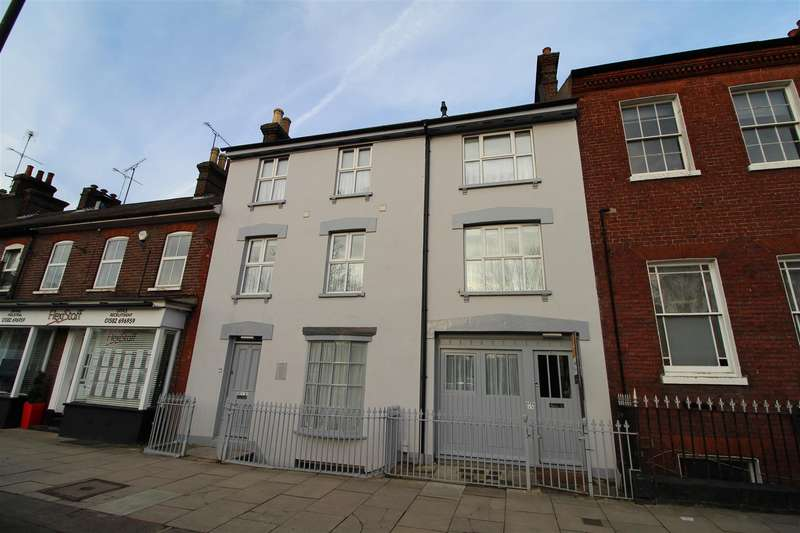 2 Bedrooms Flat for rent in The Grey House, Dunstable