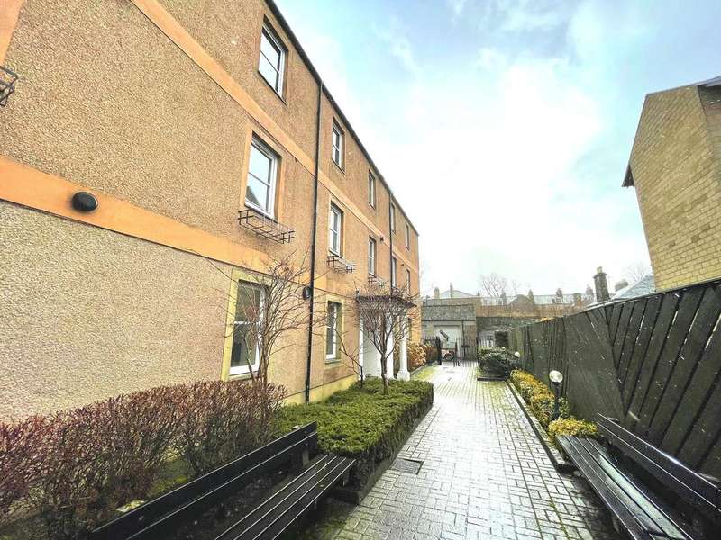 2 Bedrooms Flat for sale in Victoria Mews, Victoria Road, Perth, PH2 8LW