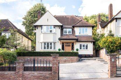 5 Bedrooms Detached House for sale in Yester Road, Chislehurst