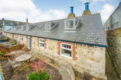 4 Bedrooms End Of Terrace House for sale in Barrack Road, Weymouth, Dorset