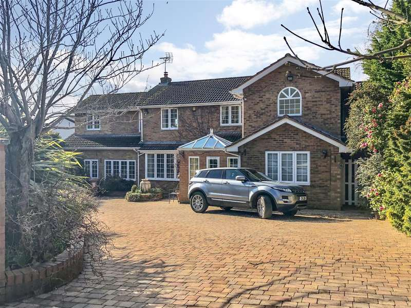 5 Bedrooms Detached House for sale in Oldfield Drive, Heswall, Wirral
