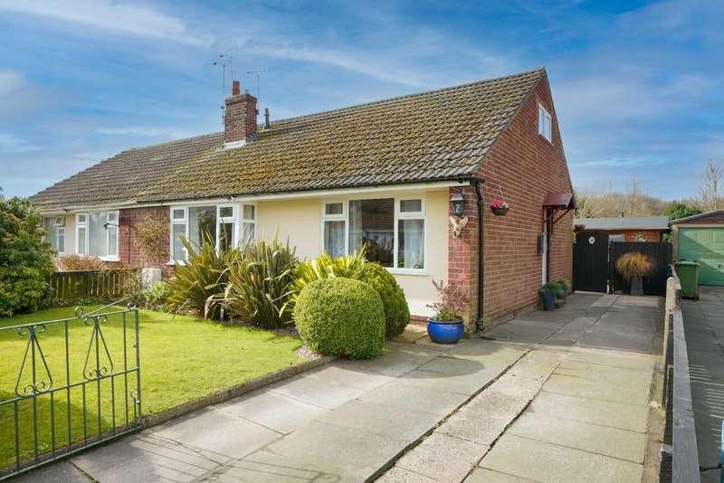 3 Bedrooms Bungalow for sale in Cedar Avenue, Runcorn, Cheshire, WA7