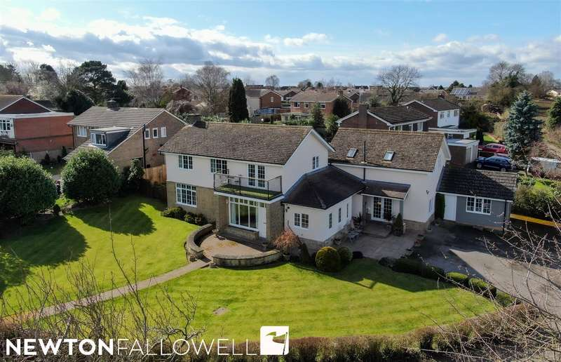 5 Bedrooms Detached House for sale in The Drive, Park Lane, Retford