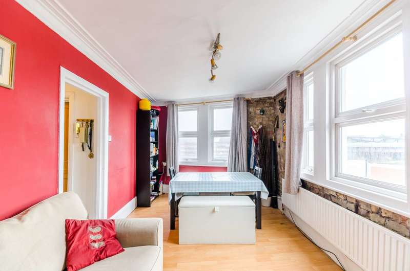 3 Bedrooms Maisonette Flat for sale in Eardley Road, Streatham, SW16