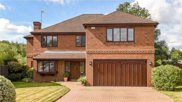 5 Bedrooms Detached House for sale in Belfry Mews, Lych Gate Close, Sandhurst