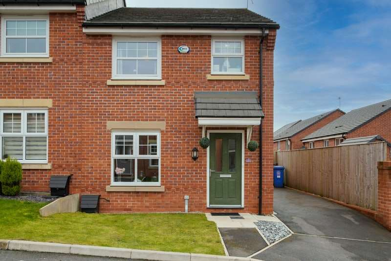 3 Bedrooms Semi Detached House for sale in Dairy House Close, Rochdale, Greater Manchester, OL16