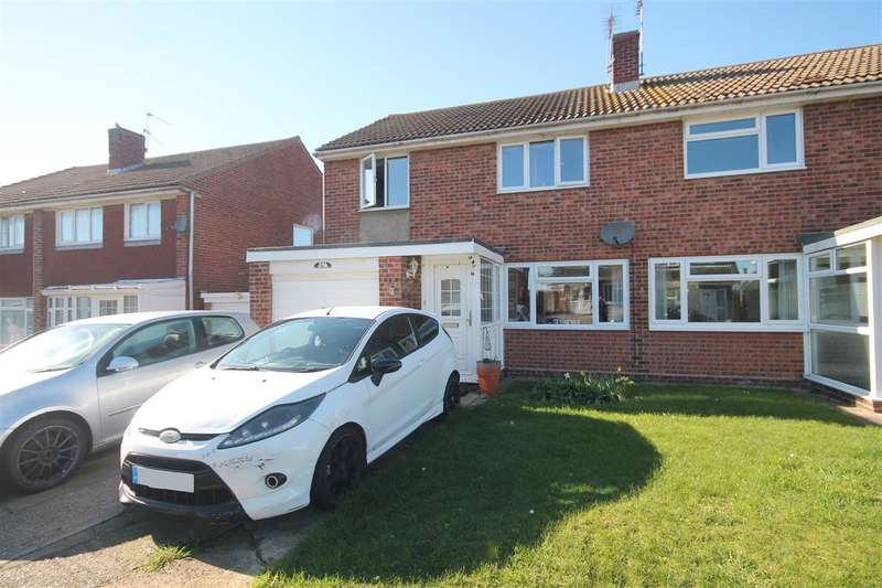 3 Bedrooms Semi Detached House for sale in Oakleigh Road, Great Clacton