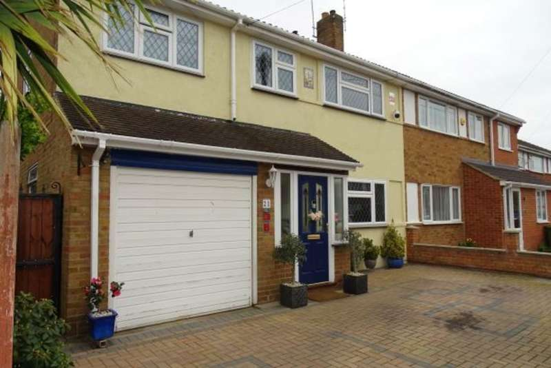 4 Bedrooms Semi Detached House for sale in Garden Close, Ashford, TW15