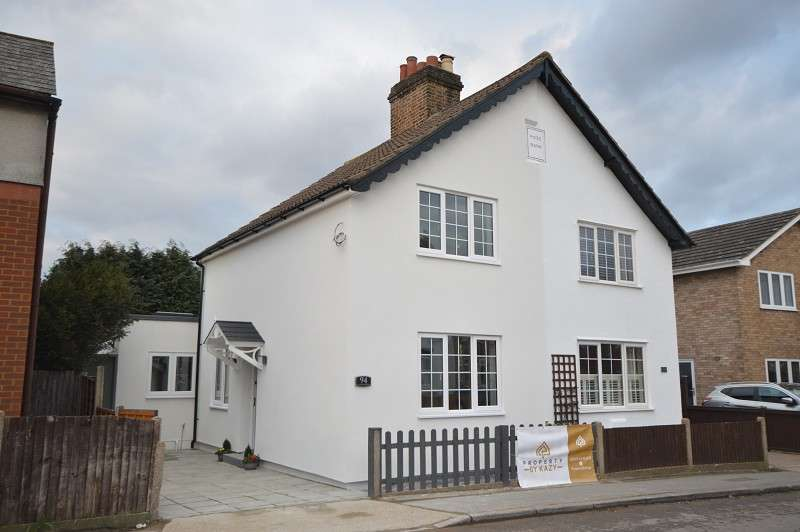 2 Bedrooms Semi Detached House for sale in Clayton Road, Chessington, Surrey. KT9 1NJ