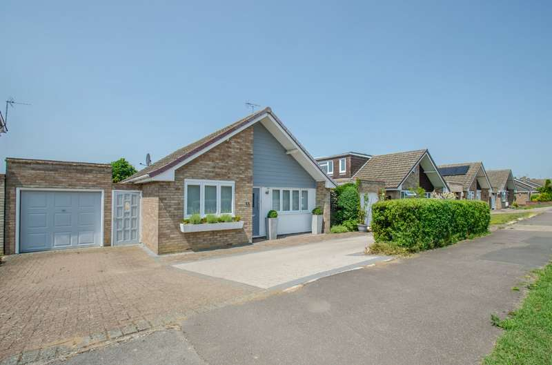 3 Bedrooms Detached Bungalow for sale in Stotfold Road, Hitchin, Hertfordshire, SG4