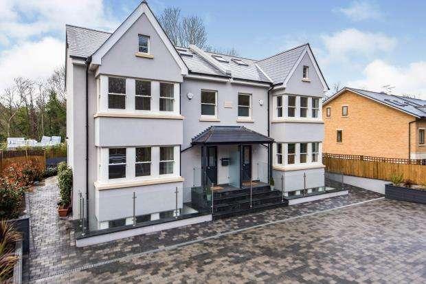 5 Bedrooms Semi Detached House for sale in Old Malden Lane, Worcester Park, Surrey