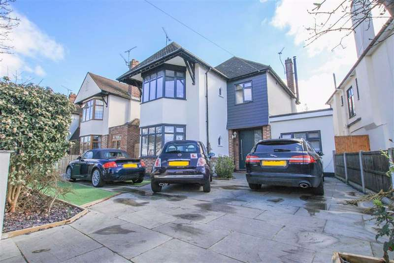 4 Bedrooms Detached House for sale in Mannering Gardens, Westcliff On Sea