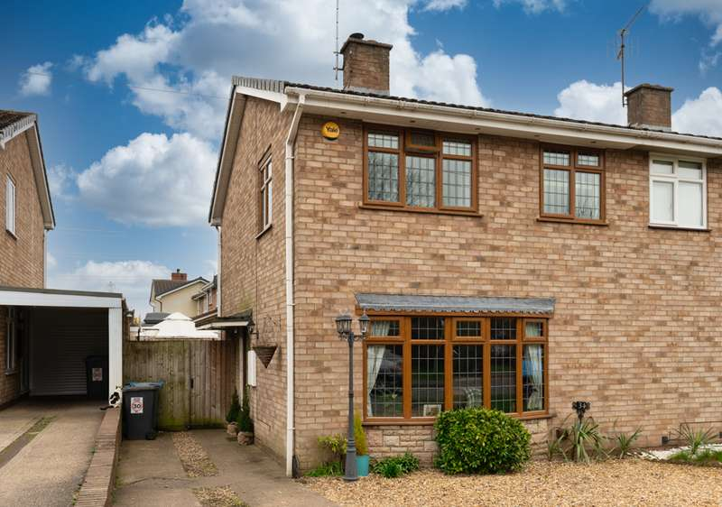 3 Bedrooms Property for sale in Wombourne Road, Swindon