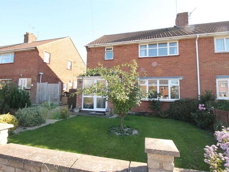 3 Bedrooms Semi Detached House for sale in Ashby Road, Daventry, Northamptonshire, NN11