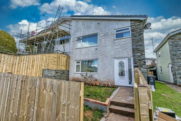 Semi Detached House for sale in Elm Walk, Totnes, Devon, TQ9 5YQ