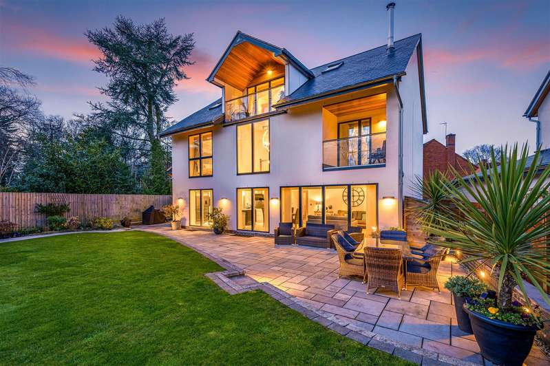 5 Bedrooms Detached House for sale in Bawnmore Park, Rugby, Warwickshire