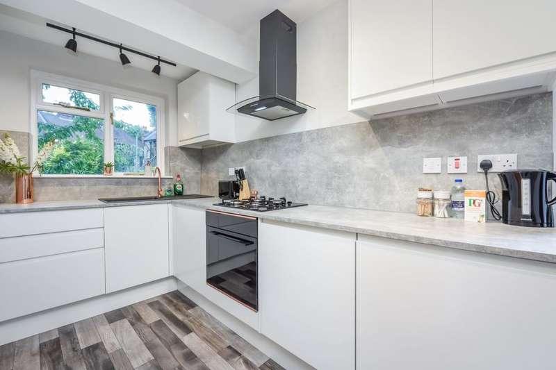 2 Bedrooms Flat for sale in Aylesbury Road, London SE17
