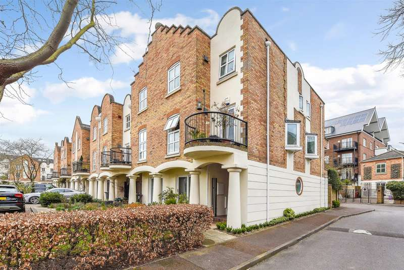 4 Bedrooms Semi Detached House for sale in Herons Place, Old Isleworth