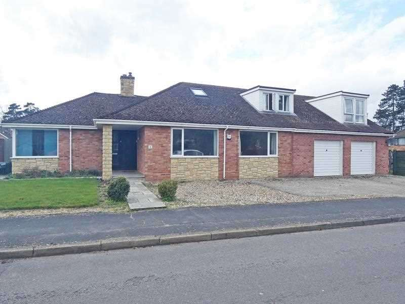 6 Bedrooms Detached House for sale in Redcastle Road, Thetford, IP24 ** FULL STAMP DUTY HOLIDAY UNTIL 30/06/21 **