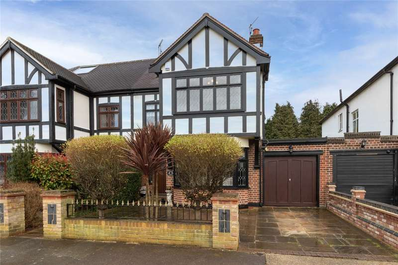 4 Bedrooms Semi Detached House for sale in Roxburgh Avenue, Upminster, RM14