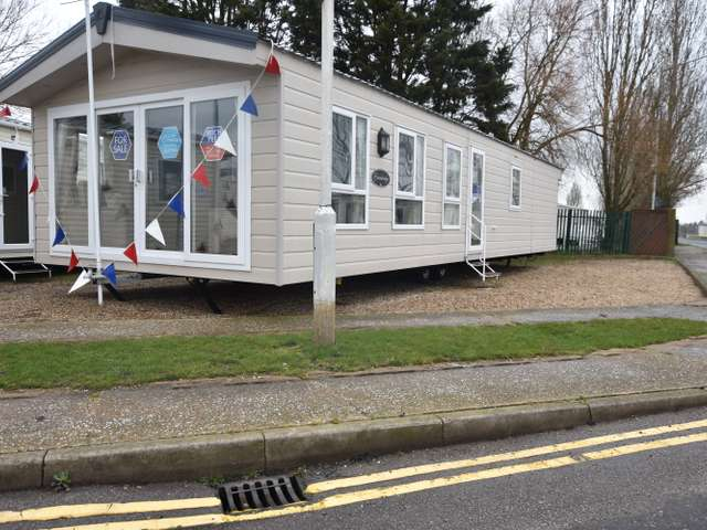 3 Bedrooms Lodge Character Property for sale in Martello Beach, Clacton-on-sea