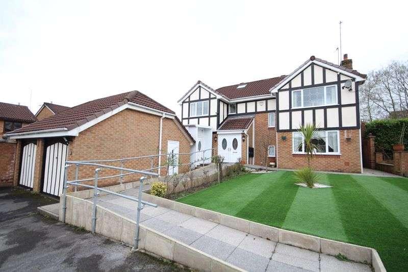 6 Bedrooms Property for sale in TRAYLEN WAY, Norden, Rochdale OL12 7PN