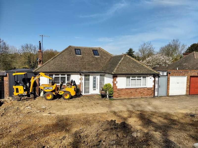 2 Bedrooms Bungalow for sale in London Road, Bourne End
