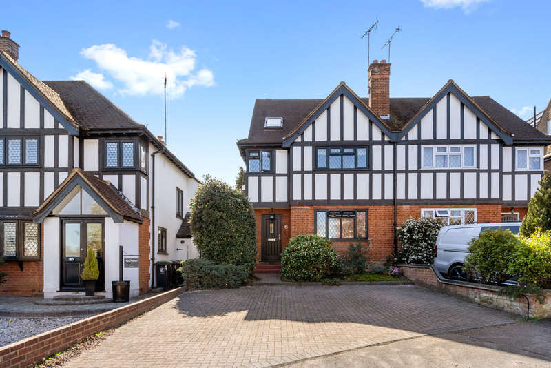 5 Bedrooms Semi Detached House for sale in Sedley Rise, Loughton
