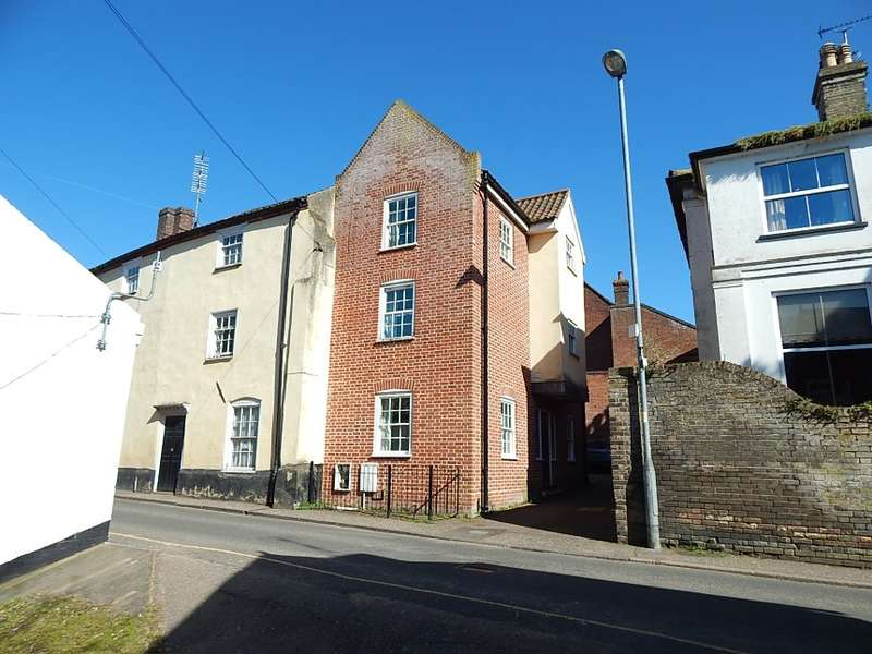 4 Bedrooms Town House for sale in 9 Kings Arms Street, North Walsham, Norfolk