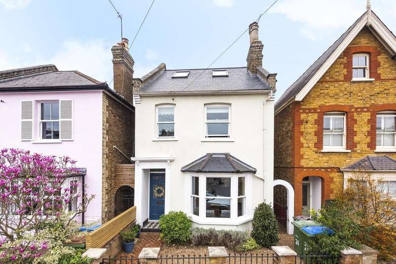 4 Bedrooms Detached House for sale in Wolsey Road, Esher, KT10