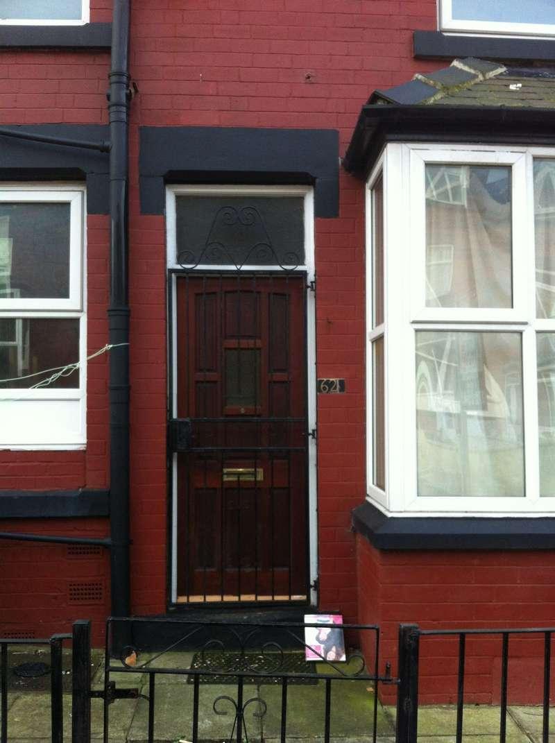 4 Bedrooms Terraced House for rent in Bayswater Terrace, Leeds, LS8 5QN