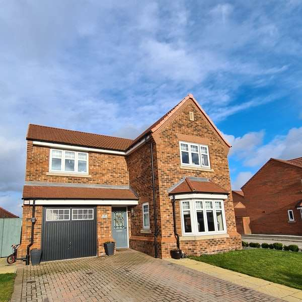4 Bedrooms Detached House for sale in Longwall Road, Pontefract, West Yorkshire, WF8