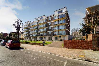 3 Bedrooms Flat for sale in 46 Craneswater Park, Southsea, Hampshire
