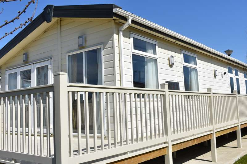 2 Bedrooms Lodge Character Property for sale in Eastlands Meadow Country Park, Essex