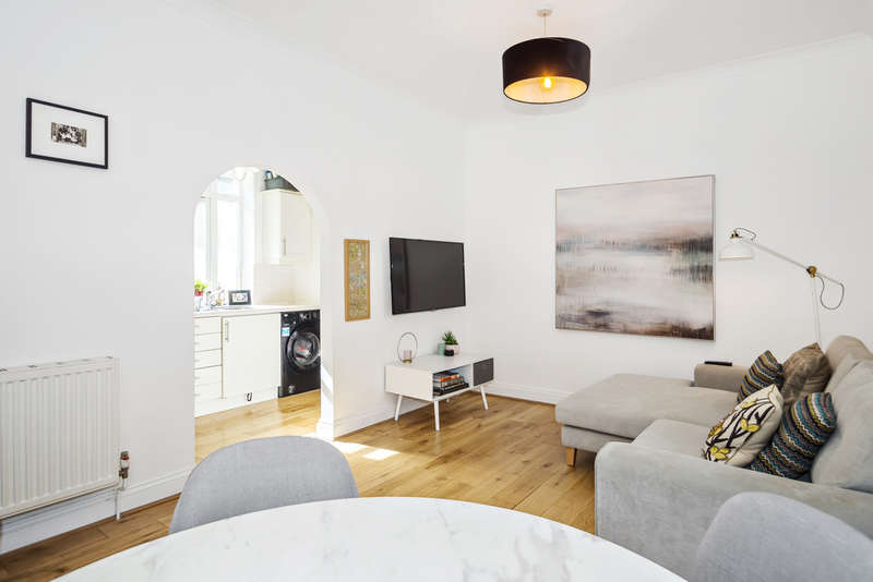 2 Bedrooms Flat for sale in Temple Court, Rectory Square, Stepney Green, E1