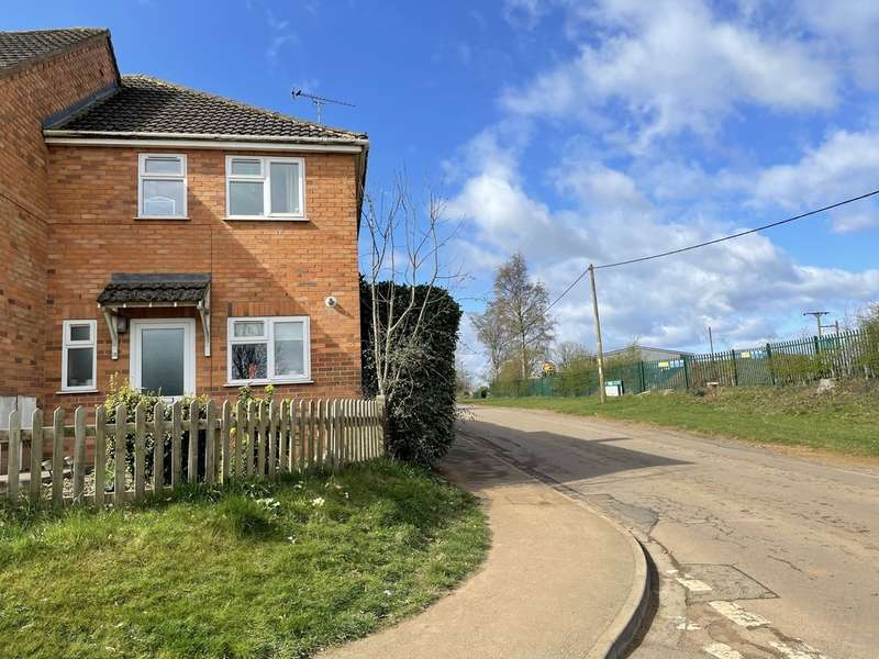 2 Bedrooms Semi Detached House for sale in 1 Jubilee Close, Byfield, NN11 6UZ